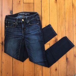 AEO Size 2 Short Skinny Dark Wash Mid Rise Jeans